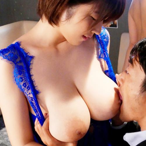 超弾力おっぱい揉んでたらムラムラ限界に!Jカップ爆乳おっパブ嬢に本番要求@松本菜奈実
