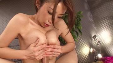 篠田あゆみ♡巨乳痴女にゆっくりねっとりチンポ擦られて感度MAXのM男