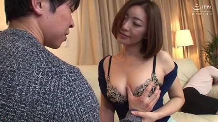 瞳リョウ♡初めて女から誘惑されてテンパった!ホームパーティーにいた母の親友がヤリマンだった
