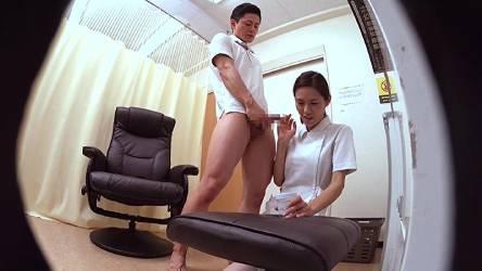 ベテラン看護師の好きなタイプの男が精液検査に来て緊張のあまり検査容器をひっくり返してしまい2回目の射精を手伝うことになった